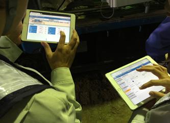 デバイスを使ってサービスを利用するユーザー